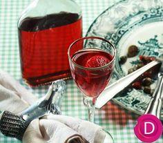 Λικέρ φράουλα | Dina Nikolaou Greek Desserts, Liqueurs, Alcoholic Drinks, Homemade, Wine, Glass, Recipes, Makeup, Food