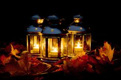 Shared by Havas Eva. Find images and videos about light, autumn and fall on We Heart It - the app to get lost in what you love. Lantern Image, Flickering Lights, Autumn Cozy, Hello Autumn, Candle Lanterns, Dark Night, Mason Jar Lamp, Fairy Lights, Warm And Cozy