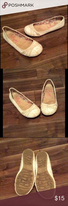 Jelly Pop memory foam Burlap & Lace Flats Versital and very comfy Jelly Pop memory foam flats with burlap and lace.  They are a creamy white/off white color.  These will go with everything!  The memory foam makes them amazing for standing and walking. Jelly Pop Shoes Flats & Loafers