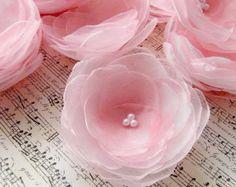 Flores hechas a mano - coser apliques  De diámetro-aproximadamente 2.5-3 pulgadas (6.5-8cm);  Materiales tela de organza utilizado, perlas de