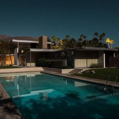 I just love the Midnight Modern series by Melbourne photographer Tom Blachford. It showcases the gorgeous modernist homes of Palm Springs bathed in the soft glow of a full moon. Simply gorgeous! @blachford  #homedesign #lifestyle #style #designporn #interiors #decorating #interiordesign #interiordecor #architecture