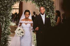 Casamento clássico com toque moderno e a felicidade de nossos amigos Carol e…