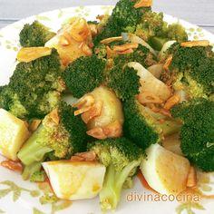 Esta receta de brócoli con patatas al ajoarriero se prepara en pocos minutos y es un plato muy completo y sabroso. Con la misma receta se puede preparar la coliflor.