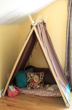 DIY Reading Nook And Play Tent For Kids | Shelterness another cute reading tent... DIYtent #indoortent #readingnook #kidsroom #inexpensiveproject #playtent  http://www.shelterness.com/ http://www.shelterness.com/diy-reading-nook-and-play-tent-for-kids/