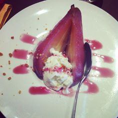 Pears cooked in red wine with ice cream