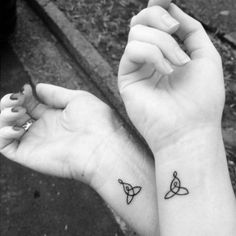 PSA: This is only for the really cool moms. Mom Daughter Tattoos, Tattoos For Daughters, Sister Tattoos, Small Tattoos Mother Daughter, Skull Tatto, Neck Tatto, Tattoo Forearm, Ankle Tattoo, Mother Daughter Celtic Knot