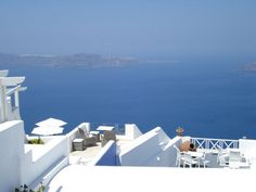 Widely considered to be one of the most picturesque Greek islands, the glamorous Santorini is full of beautiful churches and historic sites, offers dramatic sunsets and has a lively vibe. Greek Isles, Sandy Beaches, Day Tours, Historical Sites, Greece, Tourism, Cruise, Road Trip, Oia Santorini