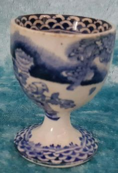Georgian transfert bleu & blanc céramique coquetier. c.1820. nr | eBay Vintage Egg Cups, Vintage Easter, Decoration, Candle Holders, Eggs, Candles, Amp, Spring, Collection