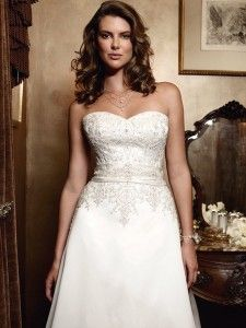 Classic elegance.  Give it a repin.  Available at www.gatewaybridal.com