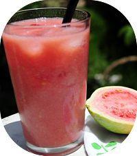 Receita de suco termogênico de maçã e goiaba para acelerar o metabolismo e aumentar a queima de gorduras. A goiaba e a maçã são frutas ricas em fibras