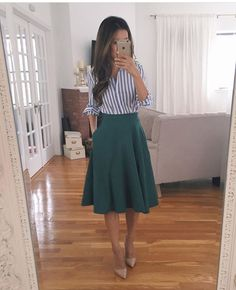 Swingy Skirt Styled 2 Ways + Neueste Rezensionen (Extra Petite) Swingy Skirt Styled 2 Ways + Neueste Rezensionen (Extra Petite), Fashion Mode, Office Fashion, Work Fashion, Skirt Fashion, Fashion Outfits, Fashion Spring, Trendy Fashion, Fashion Ideas, Fashion Trends