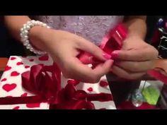Como hacer lazos  para regalo: http://youtu.be/RASBAPyUaew                                                                                                                                                                                 Más