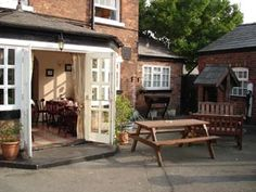 The Red Lion Hartford, Northwich, Cheshire, England. Bed and Breakfast Fays Holiday in Britain.
