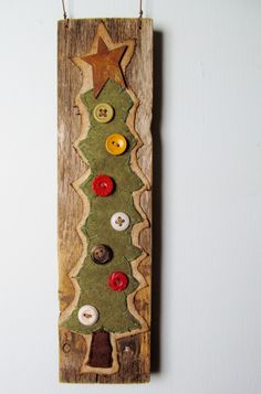 Simple, crafty, cut out fabric, felt & denim. sew buttons on, hot glue to a wood background. Primitive Christmas Tree, Noel Christmas, Country Christmas, Winter Christmas, All Things Christmas, Christmas Ornaments, Christmas Projects, Holiday Crafts, Christmas Ideas