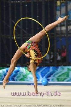 Aleksandra Soldatova (Russia) won silver in hoop at Tashkent World Cup (2015)
