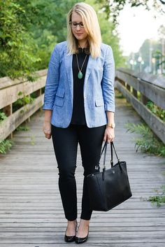 by Franishh - Simple outfit, the necklace and blazer are unexpected and fresh. I'm going to copy this. Casual Attire For Women, Business Casual Attire, Professional Attire, Business Formal, Interview Outfit Summer, Interview Attire, School Interview, 60 Fashion, Work Fashion