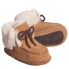 Ugg Australia classic baby unisex moccasin style boots in tan brown provide all the same features and benefits as the grown up style but sized for your little one. Made from a soft suede leather they have a pure wool sheepskin lining down to the toe, turn down cuff and fixed lace at the front. They have a flexible rubber logo sole, perfect for the baby's first tentative steps