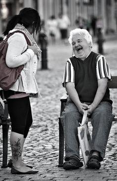 Schenken Sie heute absichtlich einen Lächeln jemanden Fremden..... :) Denken Sie an das Gesetz von Ursache und Wirkung! :)