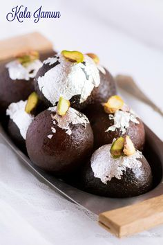 Learn step by step full proof kala jamun recipe. They are juicy, soft and creamy in texture.The difference between kala jamun and gulab jamun is the colour. Holi Recipes, Sweets Recipes, Cooking Recipes, Navratri Recipes, Diwali Recipes, Indian Dessert Recipes, Indian Sweets, Indian Snacks, Jamun Recipe