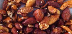 Mix de Almendras: Nutrivo te presenta un mix de almendras perfecto para compartir con tus invitados o para llevarlo como un rico snack para tu día. Son saludables, endulzadas con un toque de miel y horneadas para lograr ese perfecto toque crujiente.