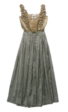 for some reason, I'm super intrigued by this dress. I think it would look great with milk maid braids