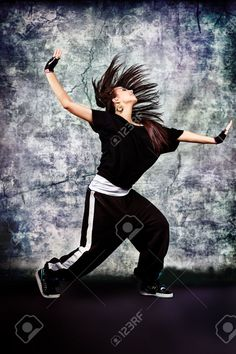 Moderne Adolescente Danse Hip-hop Au Studio. Banque D'Images Et Photos Libres De Droits. Image 11421586.
