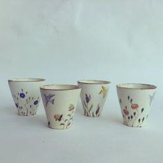 Aya Yamanobe. Tassen, Teetassen, Becher, Tee trinken, Kaffee trinken.