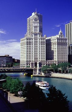 Chicago, IL : The Chicago River (Wrigley Building)