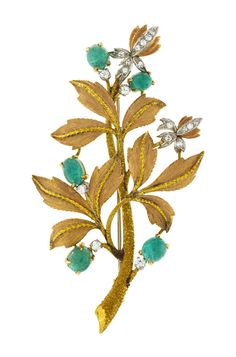 Broche 3 ors 750 texturés à décor de branchage sertie d'émeraudes taille cabochon et diamants taille 8/8 et brillant.  Estimation 1.000/1.500 CHF