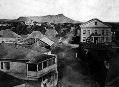 Early photo of Honolulu, Hawaii, undated.