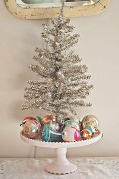 Tinsel tree on cake stand vintage ornaments -voila ! Small Christmas Trees, Merry Little Christmas, Noel Christmas, Vintage Christmas Ornaments, Pink Christmas, Country Christmas, Christmas Crafts, Beautiful Christmas, Vintage Christmas Decorating