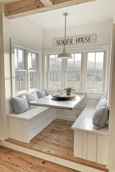brilliant coastal breakfast nook