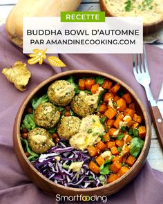Buddha bowl d'automne aux falafels, butternut rôtie, chou rouge & houmous ! Une recette saine, gourmande et de saison pour un repas 100% végétalien et sans gluten ! Recette réalisée par Amandine Cooking. #smartfooding #buddhabowl Winter Detox, Plats Healthy, Poke Bowl, Buddha Bowl, Good Food, Brunch, Veggies, Falafels, Nutrition