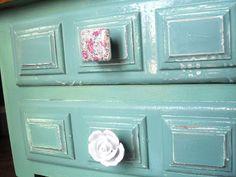 yonolotiraria: Mesitas re-tuenadas, pintadas en azul aguamarina