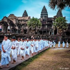 Siem Reap City Guide - All About Siem Reap & Angkor Wat, Cambodia Great Places, Places To See, Beautiful Places, Siem Reap, Places Around The World, Around The Worlds, Angkor Wat Cambodia, Buddhist Temple, Ancient Ruins