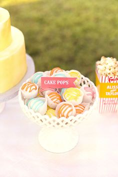Instead of sticks I can put my cakepops in mini cupcake wrappers!!