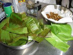 Los tamales son tradicionales en nuestra mesa Navideña.  Generalmente nos sentimos intimidados a preparar nuestros propios tamales por la di...
