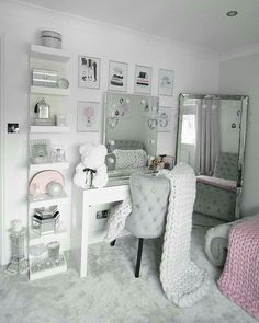 Bedroom Decor For Teen Girls, Girl Bedroom Designs, Teen Room Decor, Room Ideas Bedroom, Home Decor Bedroom, Interior Livingroom, Jugendschlafzimmer Designs, Makeup Room Decor, Glam Room