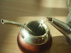 Yerba Mate - A Healthy Coffee Alternative - Healthy Crush Yerba Mate, How To Make Homemade, Food To Make, Lower Cholesterol Diet, Green Tea Recipes, Tea Blog, Tea Companies, Tea Party, Herbalism