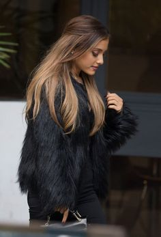 ariana-grande-hair-down More