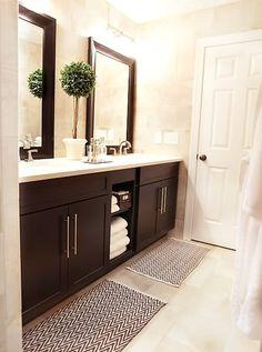 Meuble de salle de bain foncé