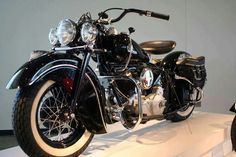 Nice shot of black & Indian chief- Nice shot of black & Indian chief - Antique Motorcycles, Harley Davidson Motorcycles, Cars And Motorcycles, Indian Motorcycles, Vintage Bikes, Vintage Cars, Indian Motorbike, Indian Motors, Motorcycle Design
