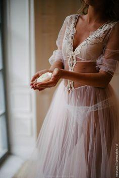 Будуарное платье из нежной сетки и французского кружева для невест и не только. Для чудесного начала дня и для его окончания.  Различные вариации и дизайны на заказ.