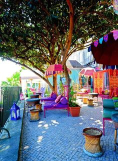 Lissabon, Lost IN Bar/Restaurant. Den passenden Reisebegleiter findet ihr bei uns: https://www.profibag.de/reisegepaeck