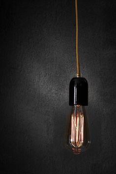 Ampoule a filament Bulb Idée lumineuse sur fond matière Plus d'images sur:  www.tempsdepose-photo.fr
