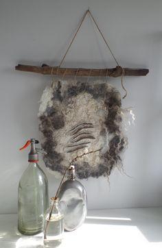 Lei55/ woolfelt wallhanging Wool Wall Hanging, Wall Hangings, Felt Cushion, Felt House, Felt Gifts, Felt Pictures, Felted Wool Crafts, Felt Embroidery, Nuno Felting
