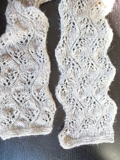 Pretty Lace Scarf. Under the Dutch pattern is the English pattern. Free.
