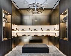 The new Brioni Concept Store worldwide, designed by Park Associati in collaboration with the creative director of Brioni , Brendan Mullane, declines the classic masculine elegance of the brand through a language , taking inspiration from the great master Shoe Store Design, Retail Store Design, Shoe Shop, Design Commercial, Commercial Interiors, Store Concept, Luxury Store, H Design, Retail Interior