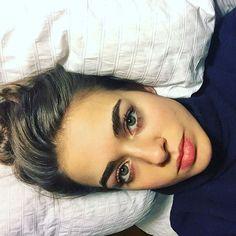 Bensu Soral Bold Brows, Natural Eyebrows, Turkish Beauty, Insta Photo Ideas, Margot Robbie, Turkish Actors, Celebs, Celebrities, Pretty People