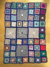 Risultati immagini per ,mas imagenes caminos de mesa a crochet en colores.